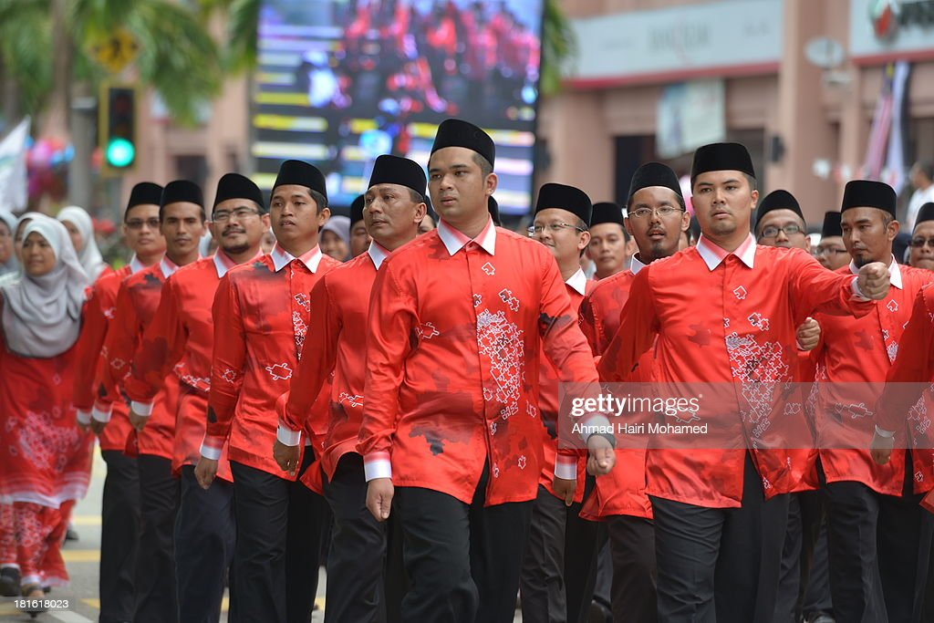 CONTENT] tahfiz, religious, clerics, line, independence, august, march, Malaysia, Kuantan, white, skull cap, flag, smile, clean, happy, free, peaceful, people, man, style