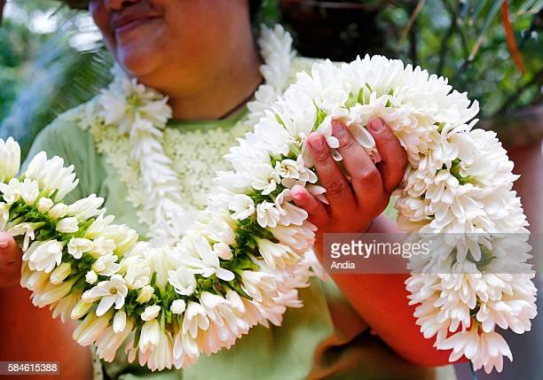 the Monoi road Artisanal tiare flower crown making emblem of French Polynesia