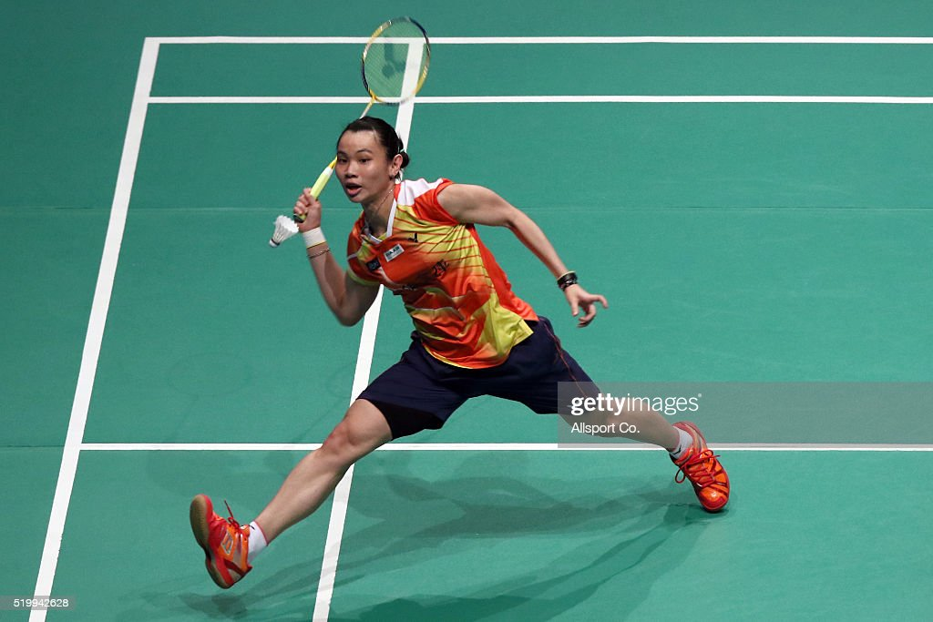 <a gi-track='captionPersonalityLinkClicked' href=/galleries/search?phrase=Tai+Tzu+Ying&family=editorial&specificpeople=7058950 ng-click='$event.stopPropagation()'>Tai Tzu Ying</a> of Chinese Taipei returns to Saina Nehwal of India during the Semi Finals of the Women Singles during the BWF World Super Series Badminton Malaysia Open at Stadium Malawati on April 9, 2016 in Shah Alam, Malaysia.