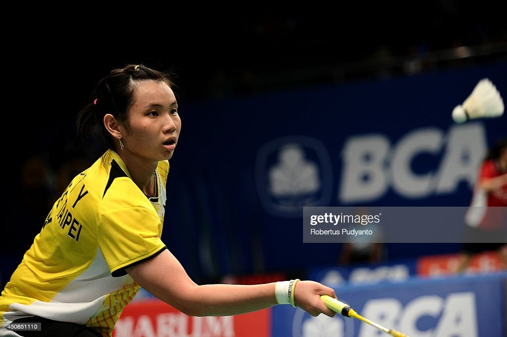 <a gi-track='captionPersonalityLinkClicked' href=/galleries/search?phrase=Tai+Tzu+Ying&family=editorial&specificpeople=7058950 ng-click='$event.stopPropagation()'>Tai Tzu Ying</a> of Taipei returns a shot against Busanan Ongbumrungpan of Thailand during the BCA Indonesia Open 2014 MetLife BWF World Super Series Premier at Istora Gelora Bung Karno Stadium on June 19, 2014 in Jakarta, Indonesia.