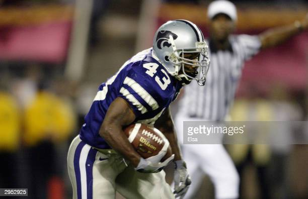 Tailback Darren Sproles of the Kansas State Wildcats runs the football during the game against the Ohio State Buckeyes in the Tostitos Fiesta Bowl on...