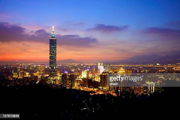 La ville de Taipei après le coucher du soleil