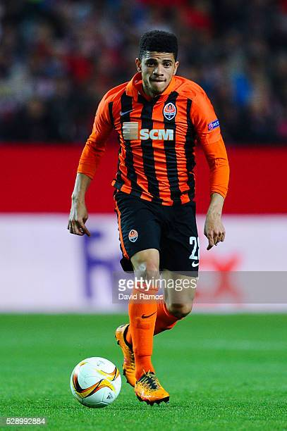 Taison of FC Shakhtar Donetsk runs with the ball during the UEFA Europa League Semi Final second leg match between Sevilla and Shakhtar Donetsk at...