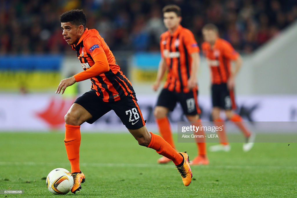 Taison of Shakhtar controls the ball during the UEFA Europa League Semi Final first leg match between Shakhtar Donetsk and Sevilla at Arena Lviv on April 28, 2016 in Lviv, Ukraine.