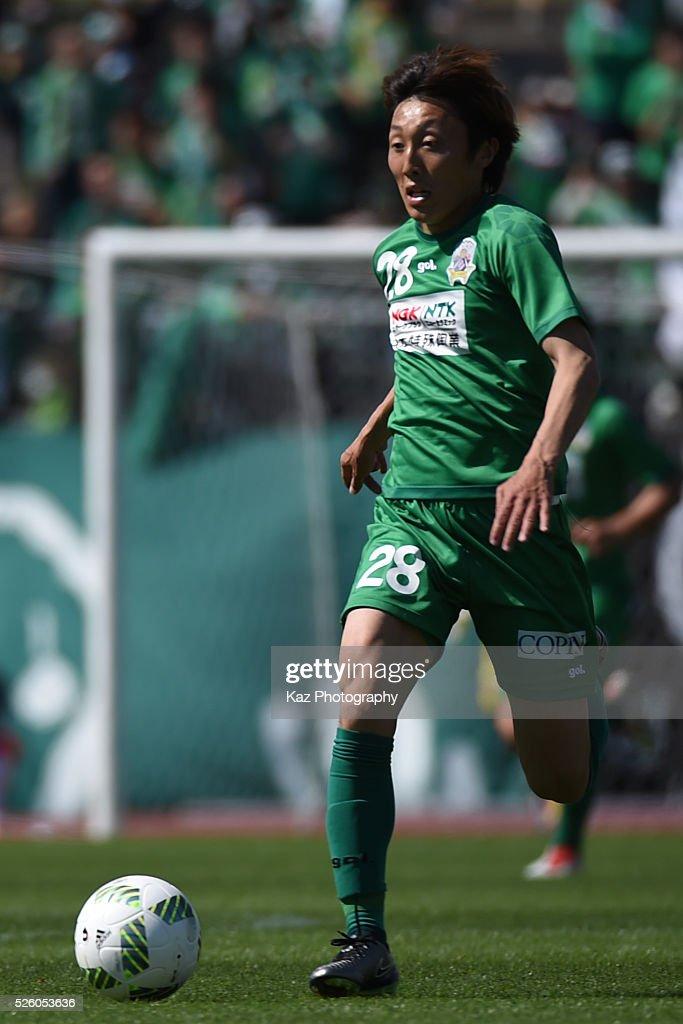 Taisuke Mizuno of FC Gifu dribblese the ball during the J.League match between FC Gifu and Renofa Yamaguchi at the Nagaragawa Stadium on April 29, 2016 in Nagoya, Japan.