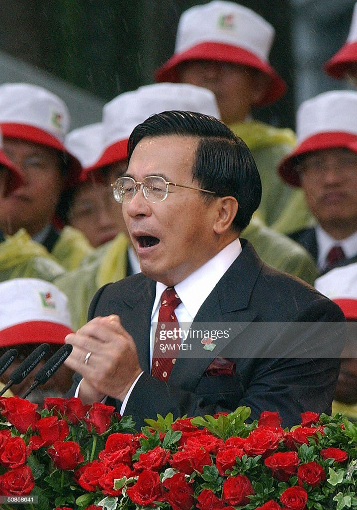 Taiwan President Chen Shui-bian gestures during the inauguration ceremony in front of Presidential Palace in Taipei 20 May 2004. Taiwan's President Chen Shui-bian refused to rule out eventual reunification with China, after Beijing threatened to crush any moves by the island towards independence. AFP PHOTO/Sam YEH