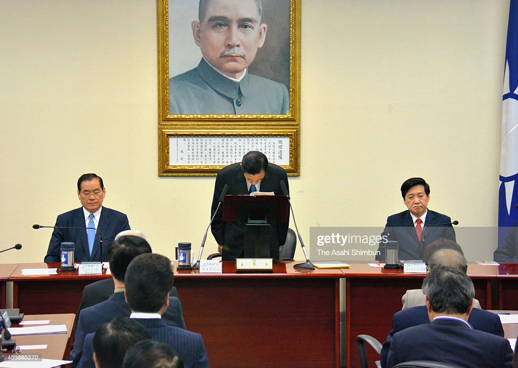 Taiwan President <a gi-track='captionPersonalityLinkClicked' href=/galleries/search?phrase=Ma+Ying-Jeou&family=editorial&specificpeople=539998 ng-click='$event.stopPropagation()'>Ma Ying-Jeou</a> bows during a press conference announcing his resignation as chairman of the Kuomintang on December 3, 2014 in Taipei, Taiwan. President Ma steps down as the chairman of the ruling party following a historic defeat in the nationwide local government elections.