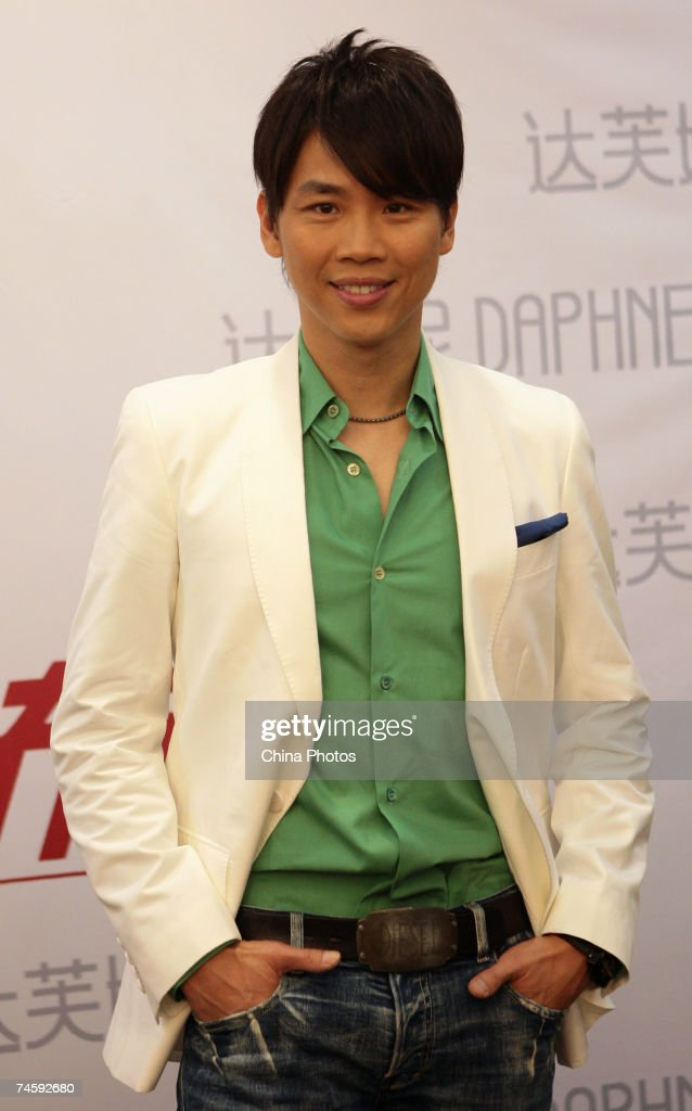 Taiwan singer David Tao attends a press conference to promote his upcoming concert on June 13, 2007 in Nanjing of Jiangsu Province, China.