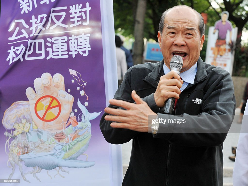 Taiwan Solidarity Union chairman Kun-Heui Huang speaks to advocacy petitioners at an anti-nuclear referendum petition gathering initiated by the Taiwan Solidarity Union in New Taipei City on December 13, 2012. Taiwan Solidarity Union launched the anti-nuclear referendum petition asking the government to close nuclear power plants on the island as well as launching a campaign against Taiwan's President Ma Ying-jeou over his pro-China policy and failure to lift the island's sagging economy. AFP PHOTO / Mandy CHENG
