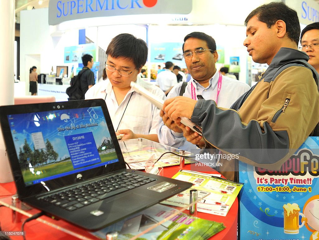 Taiwan-China-IT-technology,FOCUS by Benjamin Yeh Foreign visitors inspect Chinese products on display at Computex in Taipei on June 3, 2011. More Chinese companies than ever before took part in Asia's largest IT fair, which ended this weekend in Taipei, but their growing numbers could not disguise their lingering weaknesses, observers say.