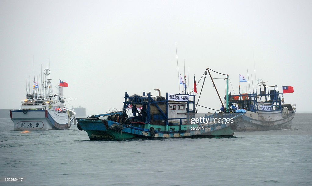 Taiwanese fishing boats head to the disputed East China Sea islands, known as Senkaku in Japanese and Diaoyu Islands in Chinese, on September 24, 2012. Dozens of Taiwanese fishing boats will Monday set sail for disputed East China Sea islands, organisers said, amid a row over territory controlled by Japan but also claimed by China and Taiwan. AFP PHOTO / Sam Yeh
