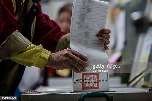Taiwanese man casts his ballot at a polling station on January 16 2016 in Taipei Taiwan Voters in Taiwan are set to elect Tsai Ingwen the chairwoman...