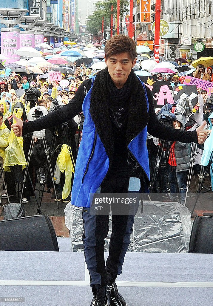 Taiwanese pop singer Jay Chou poses for photos during a promotional signing event for his new album, 'Opus 12', in Taipei on January 12, 2013. Chou's new album was released on December 28, 2012. AFP PHOTO / Mandy CHENG