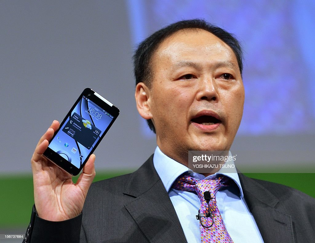 Taiwan's electronics giant HTC CEO Peter Chou displays the new smartphone 'HTCJ butterfly' for Japanese mobile carrier KDDI in Tokyo on November 20, 2012. The new smartphone has a quad-core CPU, 5-inch sized high-definition LCD display and an 8 mega-pixel CMOS camera on its slim body. AFP PHOTO / Yoshikazu TSUNO