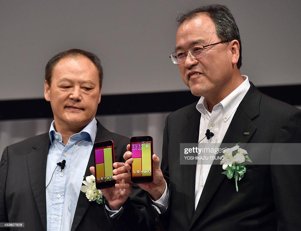 Taiwan's electronics maker HTC CEO Peter Chou and Japan's telecommunication giant KDDI president Takashi Tanaka introduce the new smartphone 'HTC J...