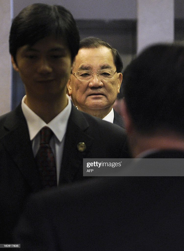Taiwan's former vice president Lien Chan is seen in the elevator following a press conference at a hotel in Beijing on February 25, 2013. Chan flew to Beijing on February 24 to meet China's Communist Party chief Xi Jinping in the highest level cross-strait meeting since Xi took office, officials said. AFP PHOTO / WANG ZHAO