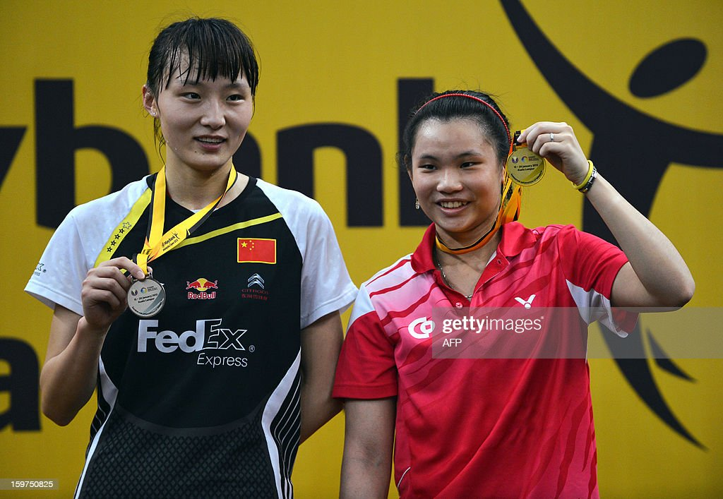 Taiwan's Tai Tzu-ying (R) celebrates with her gold medal during the awards ceremony after defeating China's Yao Xue (L) in the woman's singles final at the Malaysia Open Badminton Superseries in Kuala Lumpur on January 20, 2013.