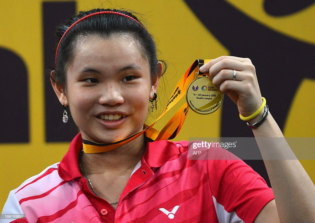 Taiwan's Tai Tzu-ying celebrates with her gold medal during the awards ceremony after defeating China's Yao Xue in the woman's singles final at the Malaysia Open Badminton Superseries in Kuala Lumpur on January 20, 2013. AFP PHOTO / MOHD RASFAN