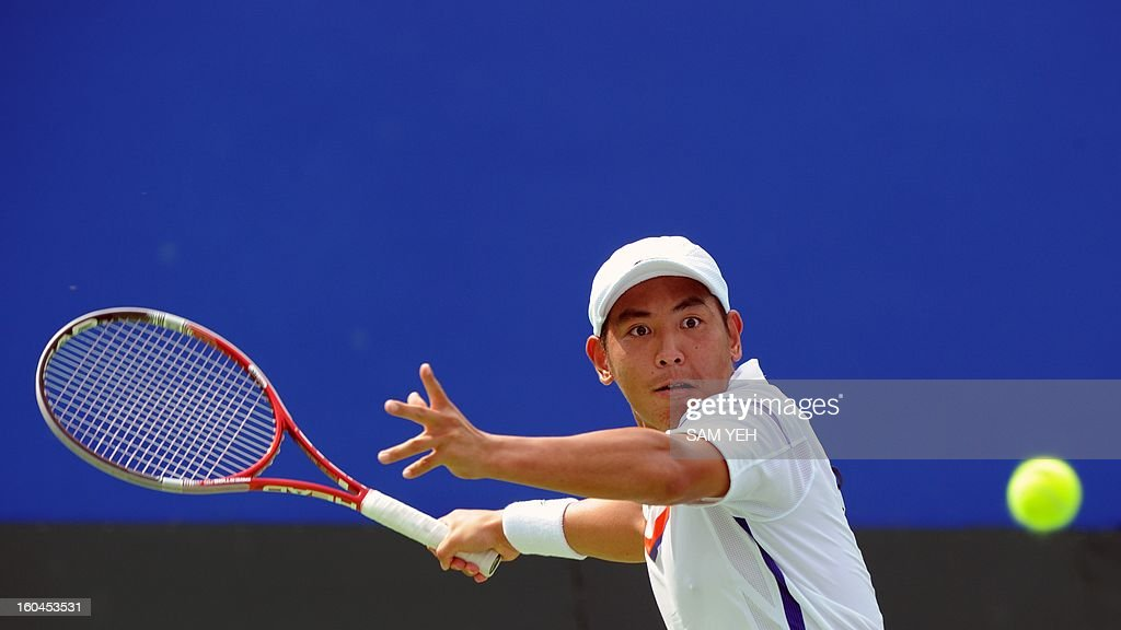 Taiwan's Yang Tsung-hua hits in return against Lieyton Hewitt of Australia during the Asia/Oceania Zone group 1 Davis Cup in Kaohsiung city in southern Taiwan on February 1, 2013. Australia beats Taiwan 6-4, 6-4, 6-4. AFP PHOTO / Sam Yeh