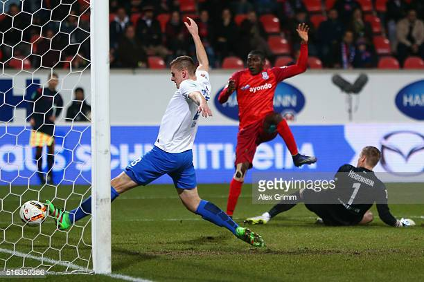 Taiwo Awoniyi of Frankfurt scores his team's first goal against goalkeeper Jan Zimmermann and Kevin Kraus of Heidenheim during the Second Bundesliga...
