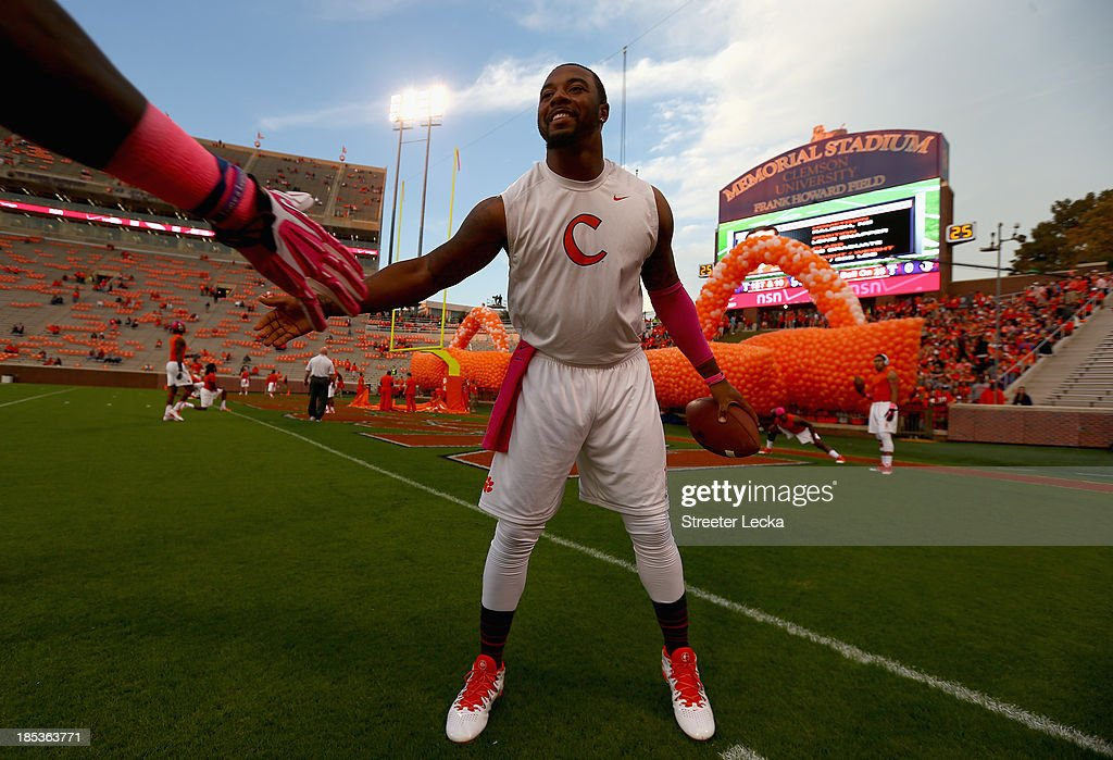 <a gi-track='captionPersonalityLinkClicked' href=/galleries/search?phrase=Tajh+Boyd&family=editorial&specificpeople=7352415 ng-click='$event.stopPropagation()'>Tajh Boyd</a> #10 of the Clemson Tigers warms up before their game against the Florida State Seminoles at Memorial Stadium on October 19, 2013 in Clemson, South Carolina.