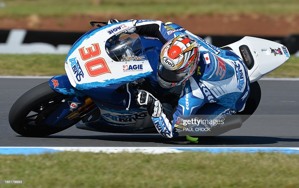 Takaaki Nakagami of Japan races his Kalex through a corner during practice for the Australian Moto2 Grand Prix at Phillip Island on October 18, 2013. AFP PHOTO/Paul Crock USE