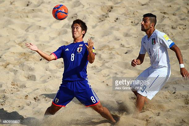 Takaaki Oba of Japan controles the ball ahead of Emmanuele Zurlo of Italy during the FIFA Beach Soccer World Cup Portugal 2015 Quarterfinal match...