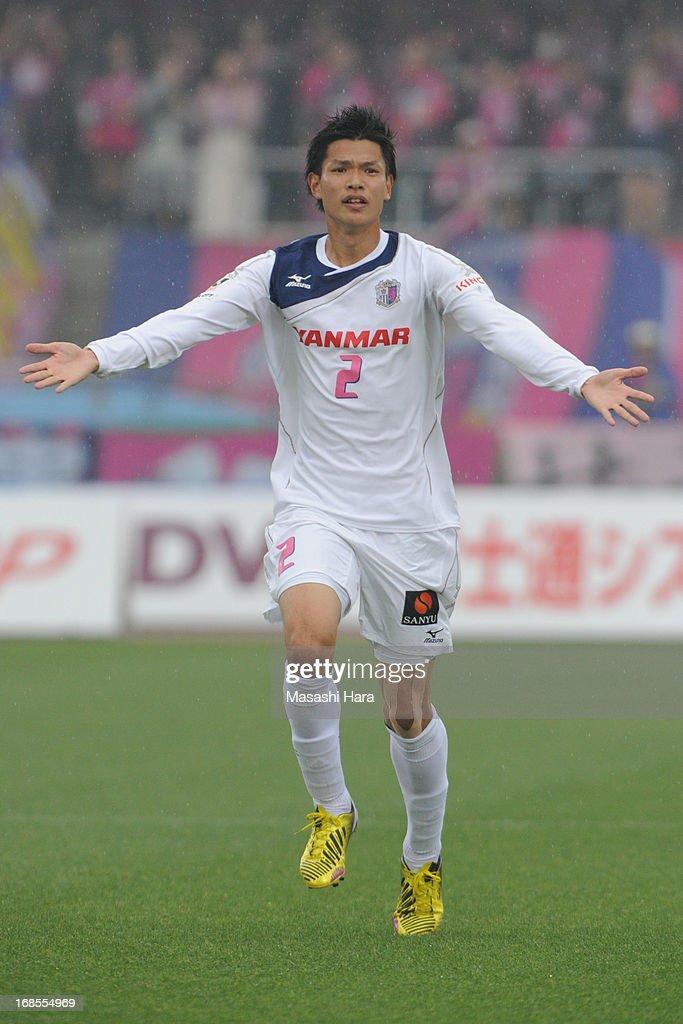 Kawasaki Frontale v Cerezo Osaka - J.League 2013