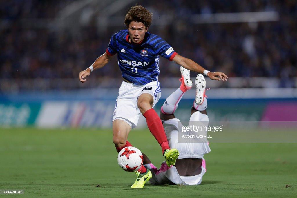 Takahiro Ogihara of Yokohama F.Marinos in action during the J.League J1 match between Yokohama F.Marinos and Sagan Tosu at Nippatsu Mitsuzawa Stadium on August 13, 2017 in Yokohama, Kanagawa, Japan.