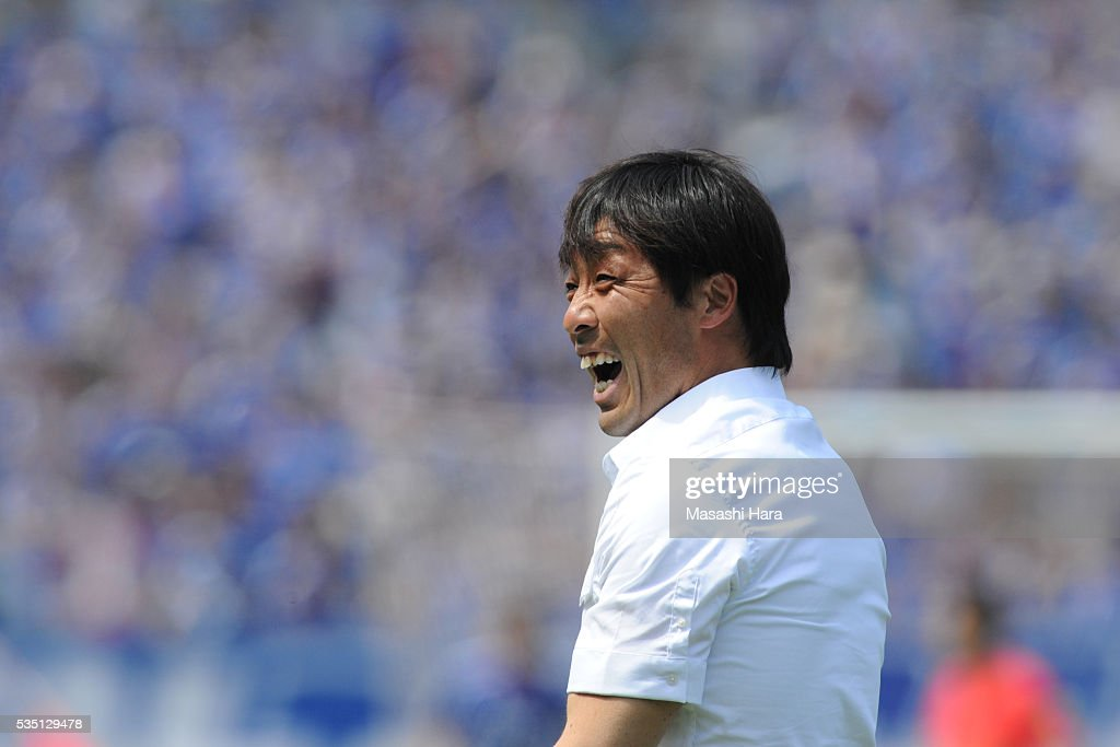 Takahiro Shimotaira,coach of Kashiwa Reysol looks on during the J.League match between Yokohama F.Marinos and Kashiwa Reysol at the Nissan Stadium on May 29, 2016 in Yokohama, Kanagawa, Japan.