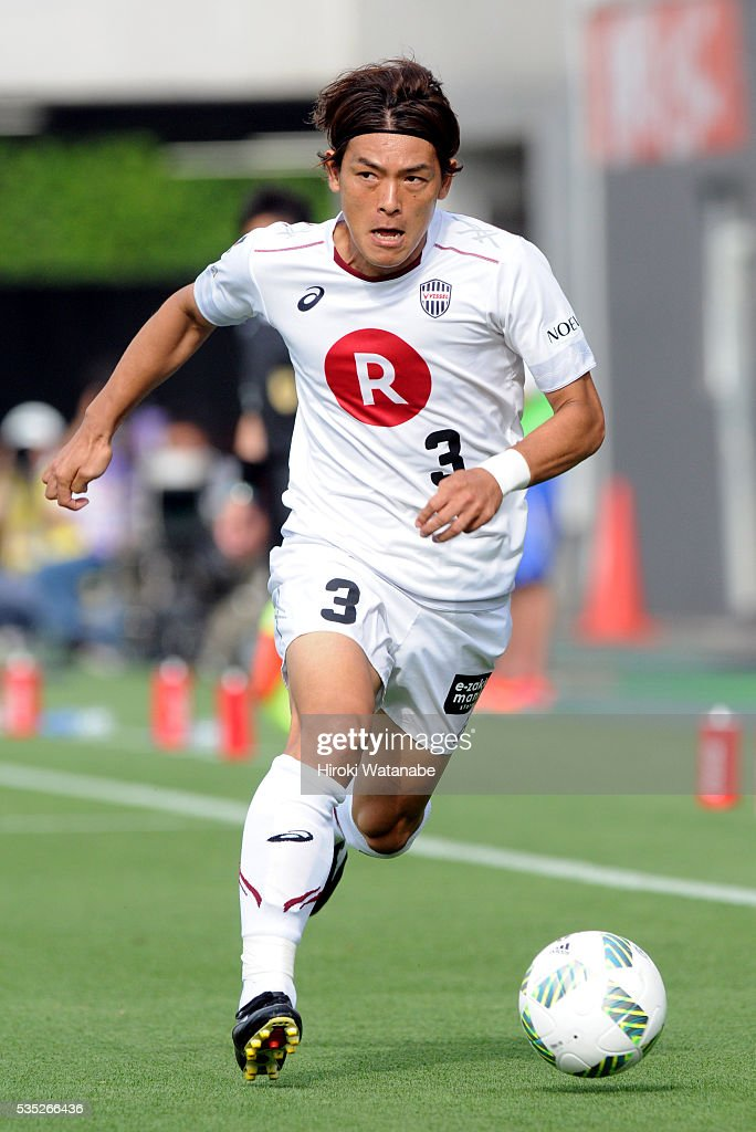 Takahiro Soma of Vissel Kobe in action during the J.League match between Omiya and Vissel Kobe at the Nack 5 Stadium Omiya on May 29, 2016 in Saitama, Japan.
