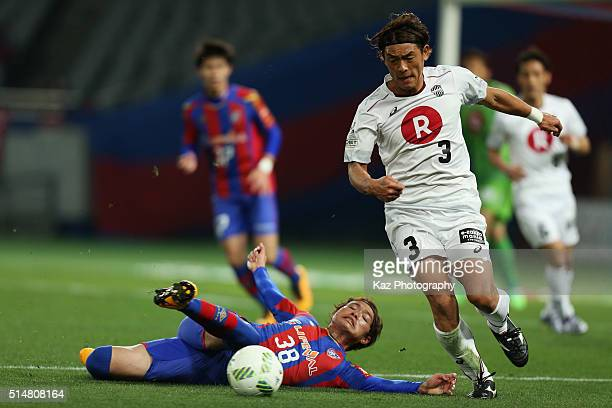 Takahito Soma of Vissel Kobe and Keigo Higashi of FC Tokyo compete for the ball during the JLeague match between FC Tokyo and Vissel Kobe at the...