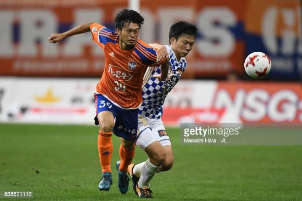 Takamitsu Tomiyama of Albirex Niigata and Keiya Shiihashi of Vegalta Sendai compete for the ball during the JLeague J1 match between Albirex Niigata...