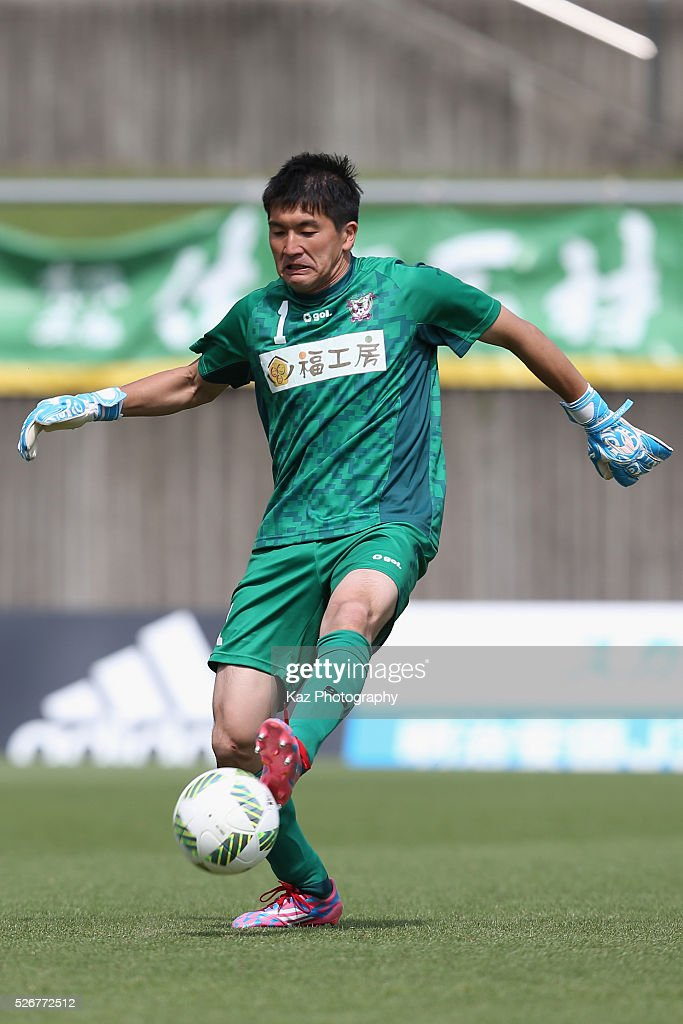 Takanori Miyake of Fujieda MYFC in action during the J.League third division match between Fujieda MYFC and Grulla Morioka at the Fujieda Stadium on May 1, 2016 in Fujieda, Shizuoka, Japan.