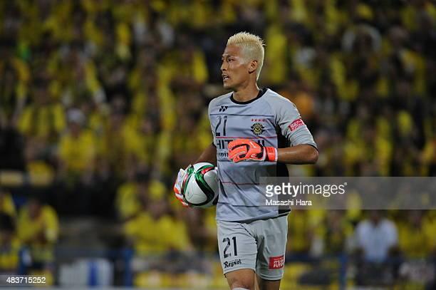 Takanori Segeno of Kashiwa Reysol in action during the JLeague match between Kashiwa Reysol and Vissel Kobe at Hitachi Kashiwa Soccer Stadium on...