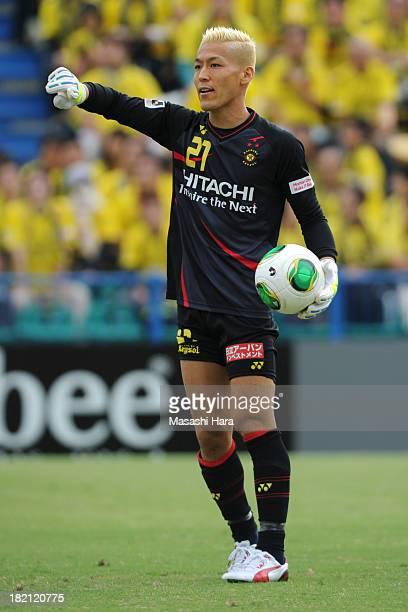 Takanori Sugeno of Kashiwa Reysol in action during the JLeague match between Kashiwa Reysol and Albirex Niigata at on September 28 2013 in Kashiwa...