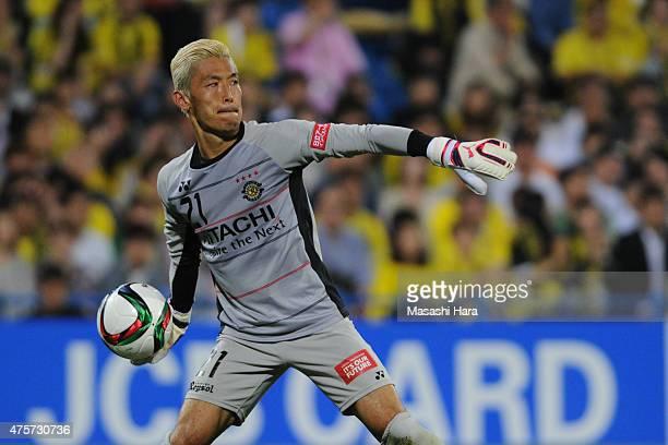Takanori Sugeno of Kashiwa Reysol in action during the JLeague match between Kashiwa Reysol and Urawa Red Diamonds at Hitachi Kashiwa Soccer Stadium...