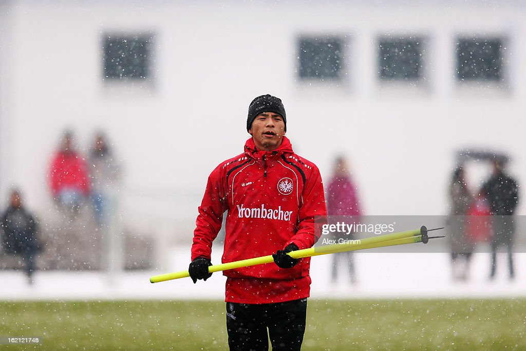 <a gi-track='captionPersonalityLinkClicked' href=/galleries/search?phrase=Takashi+Inui&family=editorial&specificpeople=7174976 ng-click='$event.stopPropagation()'>Takashi Inui</a> execises during a Eintracht Frankfurt training session at Commerzbank-Arena on February 19, 2013 in Frankfurt am Main, Germany.