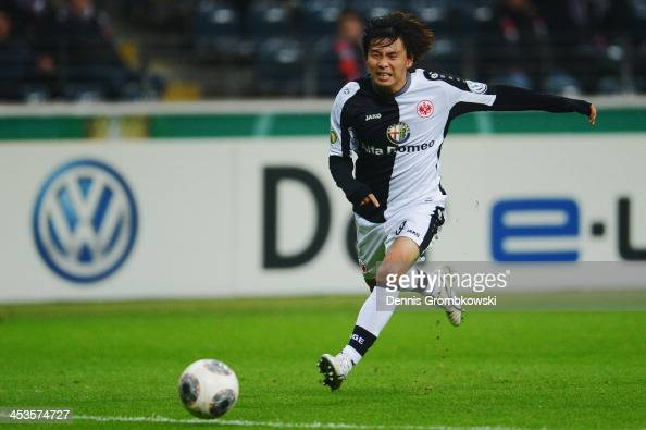 Takashi Inui of Eintracht Frankfurt controls the ball during the DFB Cup match between Eintracht Frankfurt and SV Sandhausen at CommerzbankArena on...