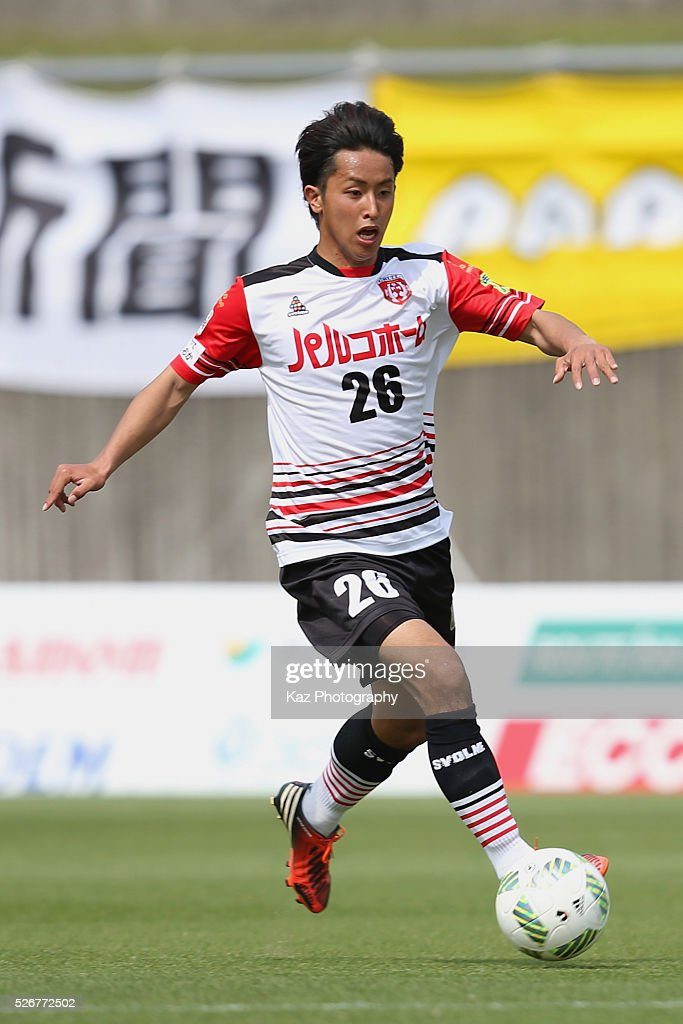 Takashi Saito of Grulla Morioka in action during the J.League third division match between Fujieda MYFC and Grulla Morioka at the Fujieda Stadium on May 1, 2016 in Fujieda, Shizuoka, Japan.
