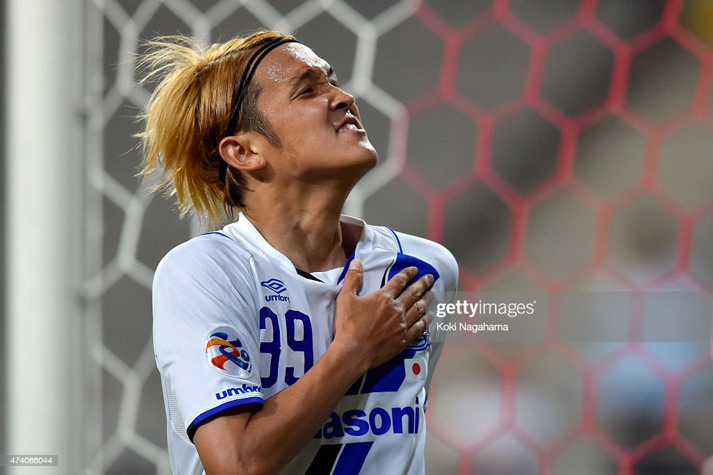 Takashi Usami of Gamba Osaka celebrates the 3rd goal during the AFC Champions League Round of 16 match between FC Seoul and Gamba Osaka at Seoul...