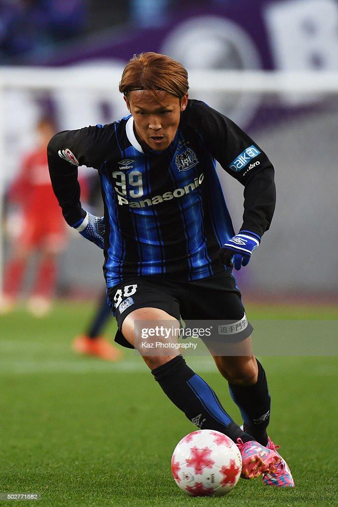 Takashi Usami of Gamba Osaka dribbles the ball during The 95th Emperor's Cup SemiFinal Gamba Osaka v Sanfrecce Hiroshima at Nagai Stadium on December...