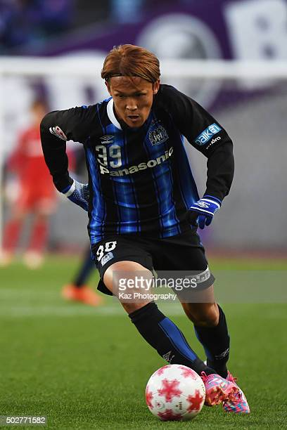 Takashi Usami of Gamba Osaka dribbles the ball during The 95th Emperor's Cup SemiFinal Gamba Osaka v Sanfrecce Hiroshima at Nagai Stadium on December...
