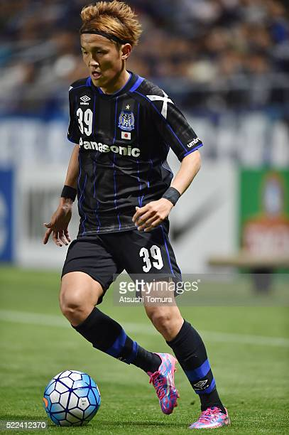 Takashi Usami of Gamba Osaka in action during the AFC Champions League Group G match between Gamba Osaka and Suwon Samsung Blue Wings at the Suita...