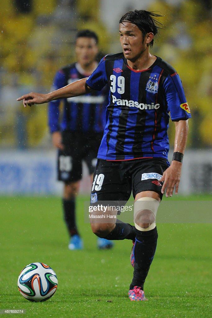 Takashi Usami of Gamba Osaka in action during the JLeague match between Kashiwa Reysol and Gamba Osaka at Hitachi Kashiwa Soccer Stadium on October...