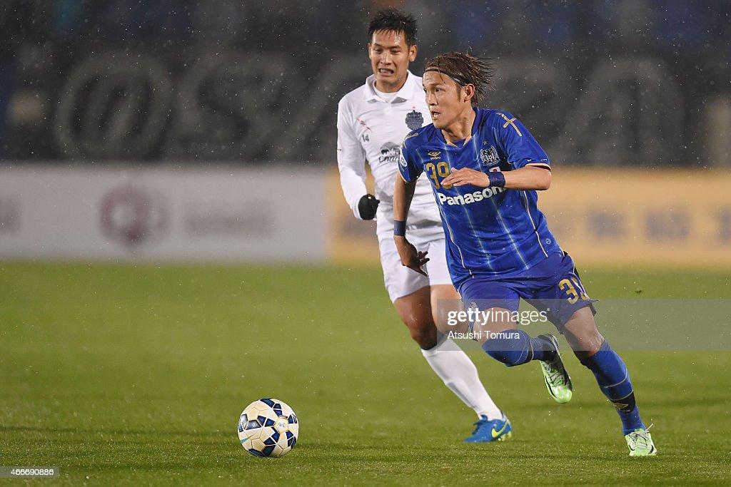 Takashi Usami of Gamba Osaka runs with the ball during the AFC Champions League Group F match between Gamba Osaka and Buriram United at Expo '70...