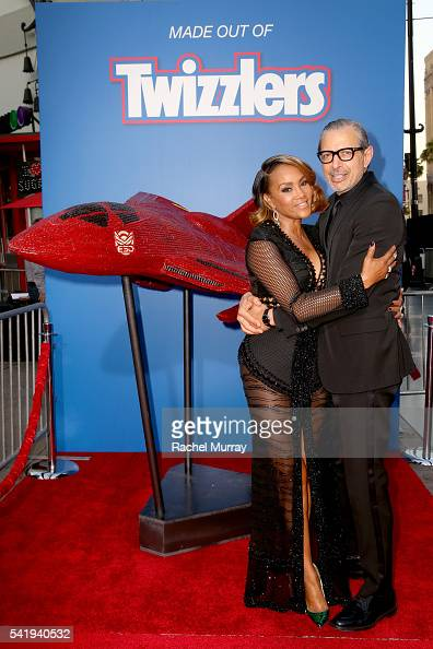 Take a bite out of this Vivica A Fox and Jeff Goldblum costars of Fox's Independence Day Resurgence unveil a replica of the film's Hybrid Fighter Jet...