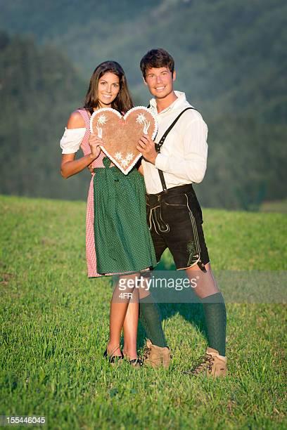 Nehmen Sie mein Herz, Paar in Lederhose und Dirndl Tracht (XXXL)
