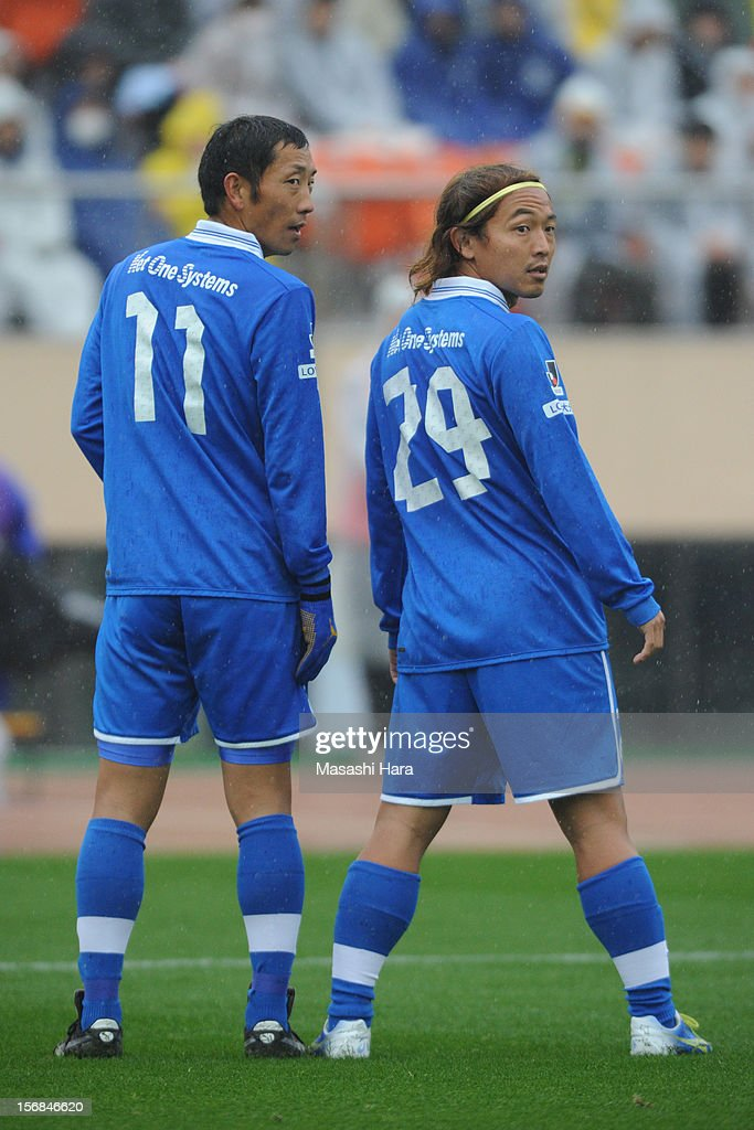 Takenori Hayashi #29 (R) and Shinji Murai #11 of Oita Trinita (formerly JEF United players) look on during the J.League Second Division Play-off Final match between JEF United Chiba and Oita trinita at the National Stadium on November 23, 2012 in Tokyo, Japan.