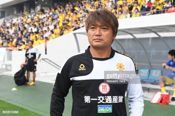 Takeo Haradacoach of Giravanz Kitakyushu looks on prior to the JLeague J3 match between Giravanz Kitakyushu and AC Nagano Parceiro at Mikuni World...